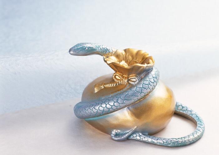 夢占い 蛇 銀色