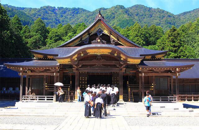 新潟 パワースポット 彌彦神社