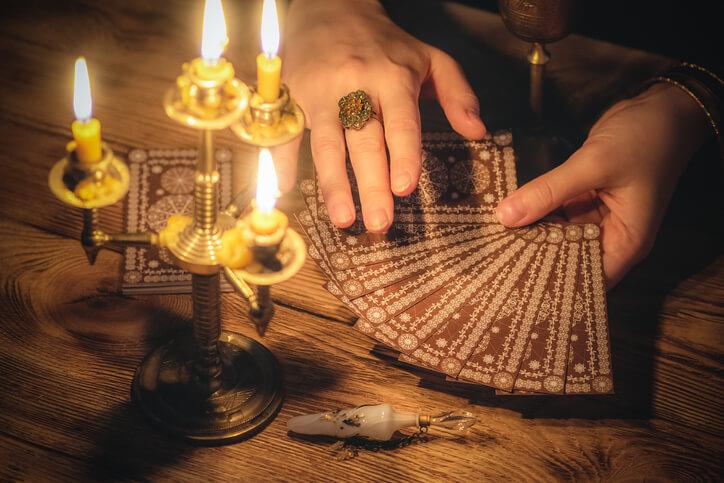 タロット カード 占い師 当たる 口コミ 評判